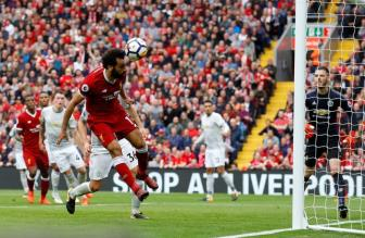 """<b style='background-color:Yellow'>Liverpool</b> """"xui xeo"""" nhat Ngoai hang Anh va Manchester United thi nguoc lai"""