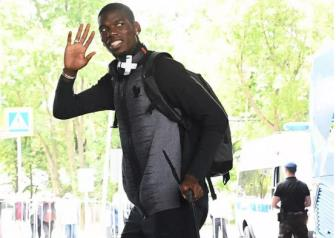 <b style='background-color:Yellow'>Paul Pogba</b> nhan luong 'khung'de o lai Man United