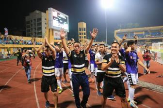 HLV <b style='background-color:Yellow'>Park Hang Seo</b> mung nhat khi Ha Noi FC som vo dich V.League