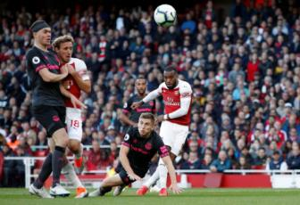 <b style='background-color:Yellow'>Arsenal</b> 2-0 Everton: Chi can 2 khoanh khac