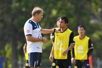 <b style='background-color:Yellow'>DT Thai Lan</b> loay hoay tim doi truong moi cho AFF Cup 2018
