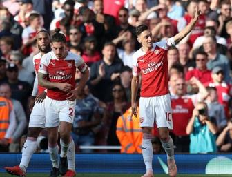 <b style='background-color:Yellow'>Arsenal</b> 2-0 Watford: Dung dua voi Phao thu