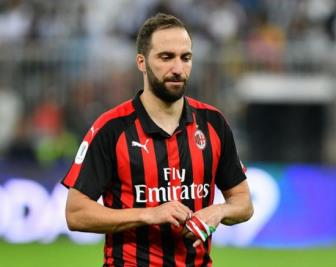 <b style='background-color:Yellow'>Higuain</b> se den Chelsea trong 24 gio toi