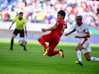 Doat ve vao Tu ket <b style='background-color:Yellow'>Asian Cup 2019</b>, DT Viet Nam duoc thuong lon