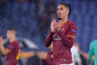 AS Roma som chot tuong lai <b style='background-color:Yellow'>Chris Smalling</b>