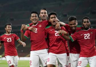 "<b style='background-color:Yellow'>U22 Indonesia</b> co quan xanh ""khung"" truoc them SEA Games"