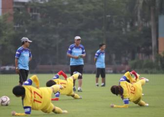 <b style='background-color:Yellow'>DT nu Viet Nam</b> than troi voi suat an thieu thon tai SEA Games 30