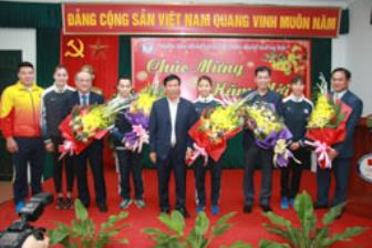 "<b style='background-color:Yellow'>Bo truong Nguyen Ngoc Thien</b>: ""Cac VDV hay phat huy nhung thanh tich dat duoc"""