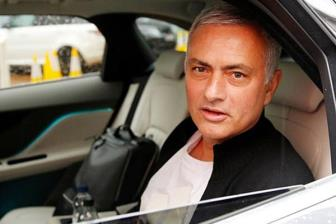 <b style='background-color:Yellow'>Man Utd</b> cong bo so tien boi thuong cho Mourinho