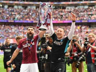 Ha Derby County, Aston Villa doat ve thang hang EPL