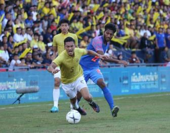 <b style='background-color:Yellow'>DT Thai Lan</b> roi vao khung hoang sau that bai o King's Cup 2019