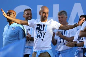 <b style='background-color:Yellow'>Pep Guardiola</b> dich than len tieng chot tuong lai