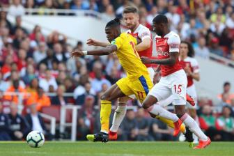 <b style='background-color:Yellow'>Arsenal</b> di nuoc co quyet dinh vu Zaha