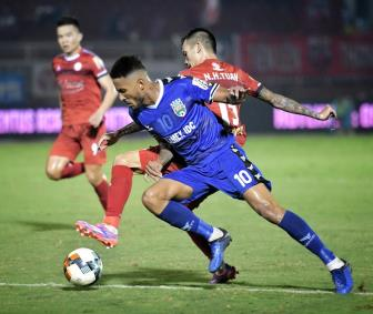 <b style='background-color:Yellow'>TPHCM</b> gay ap luc len Ha Noi FC khi doi lai vi tri so 1 V.League