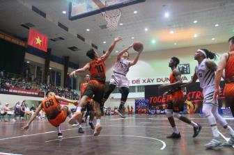 <b style='background-color:Yellow'>Ket qua</b> VBA by MB 2019 Game 35 - Bung no hiep 4, Thang Long Warriors thap len hy vong Playoff