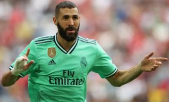 Benzema lap hat-trick, Real gianh hang 3 Audi Cup