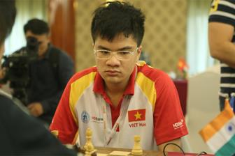 <b style='background-color:Yellow'>Anh</b> Khoi tro thanh Dai kien tuong