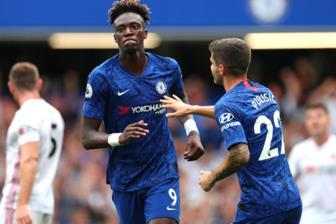 Chelsea - Valencia: Chi can cam hung