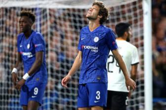 Chelsea 0-1 Valencia: VAR khong cuu noi The Blues