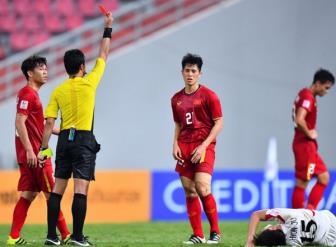 Dinh Trong bi <b style='background-color:Yellow'>treo gio</b> 1 tran tai vong loai World Cup 2022