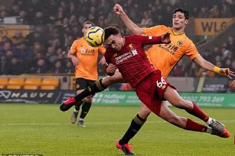 Wolves 1-2 Liverpool: Khong the can 'Cuong phong do'
