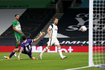 <b style='background-color:Yellow'>Kane</b> lap hat-trick, Spurs vao vong bang Europa League