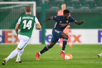 Rapid Wien 1-2 Arsenal: Run ray vi thu mon