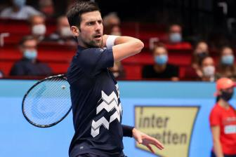 <b style='background-color:Yellow'>Djokovic</b> lai phai cuu set-point