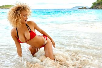 <b style='background-color:Yellow'>Nguoi dep</b> Rose Bertram khoe vong 1 cuc sexy