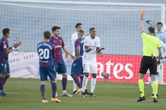 <b style='background-color:Yellow'>Real Madrid</b> 1-2 Levante: Tham hoa hang thu