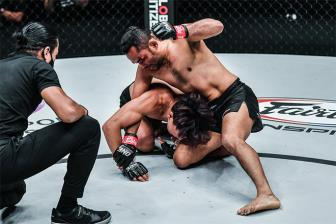 """<b style='background-color:Yellow'>Ngoi sao</b> vo thuat Trung Quoc bi knock-out boi """"lao tuong"""" 42 tuoi"""