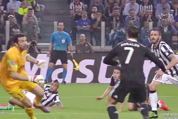 <b style='background-color:Yellow'>Juventus</b> 2-1 Real Madrid - Clip bán kết lượt đi Champions League