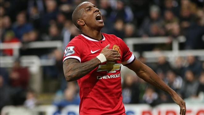 Man United chốt tuơng lai của Ashley Young