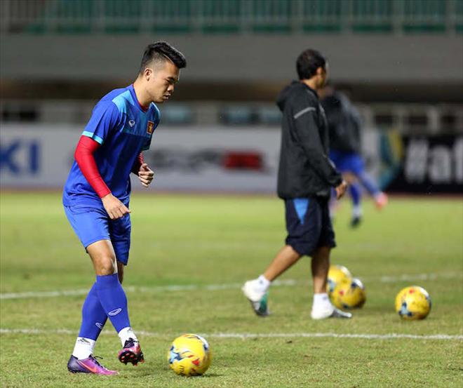 Hoang Thinh kho ra san tran ban ket luot ve AFF Cup  voi Indonesia hinh anh