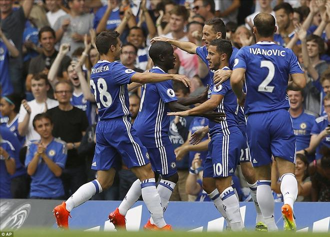 Chelsea 3-0 Burnley: Antonio Conte kéo The Blues lên đỉnh