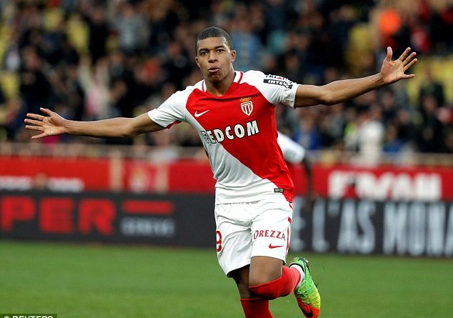 Kylian Mbappe duoc khuyen lay Anthony Martial lam guong