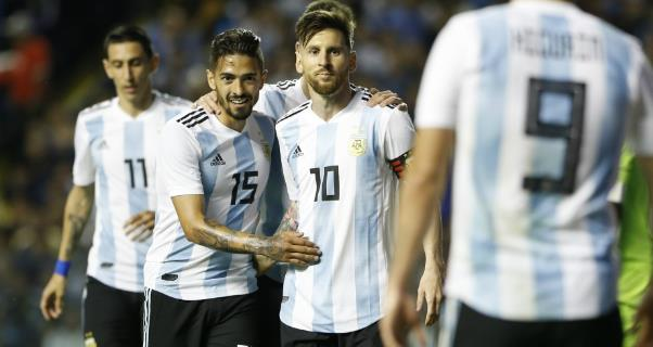 <b style='background-color:Yellow'>Messi</b> lập hat-trick, Argentina vùi dập Haiti