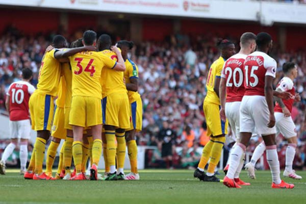 <b style='background-color:Yellow'>Arsenal</b> 2-3 Crystal Palace: Trả giá vì Europa League